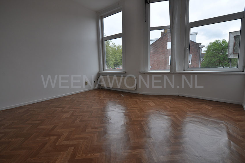 For rent five rooms apartment on the Groene Hilledijk in Rotterdam South.  (District Bloemhof)