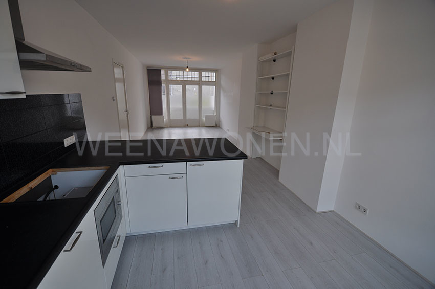 Two-roomed house offered for rent on the Wolphaertsbocht in Rotterdam Zuid.