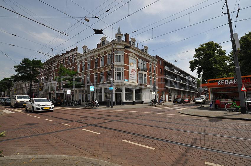 Te Huur hoekpand / winkelpand aan de Nieuwe Binnenweg 256 in Rotterdam.