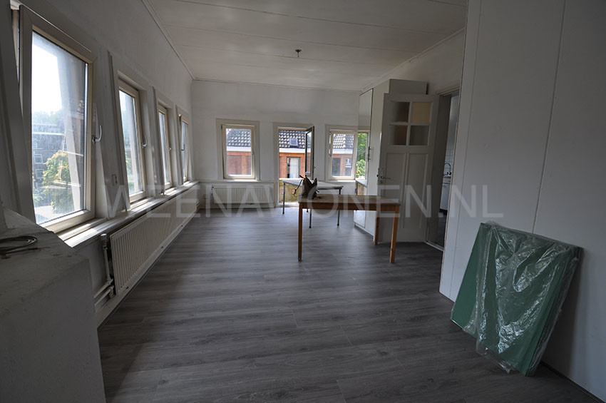 Spacious four room house for rent at the Beukelsdijk in Rotterdam Center.
